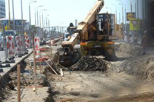 Obnova električkových tratí - práce sú v plnom prúde.