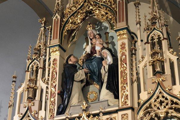 Na snímke časť oltára v rímskokatolíckom kostole Ružencovej Panny Márie v Obišovciach.