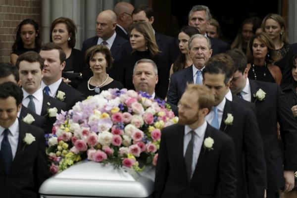 George Bush s manželkou nasleduje rakvu svojej zosnulej matky.