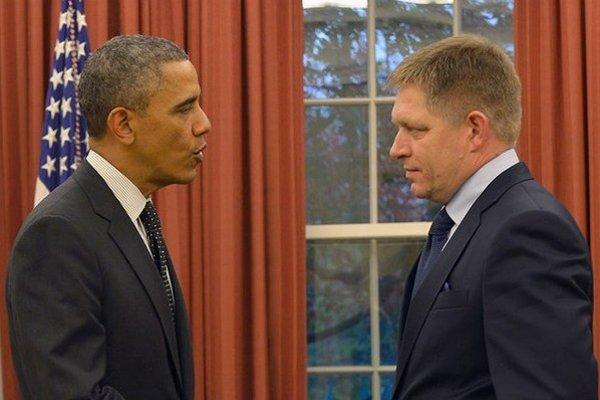 Ubránime sa predstave, že si Fico, trieskajúc topánkou do Obamovho stola, žiadal vysvetlenie, či ho NSA odpočúva?