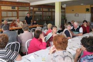 Členovia Základnej organizácie Slovenského zväzu zdravotne postihnutých vo Veľkom Krtíši poďakovali primátorovi za podporu.