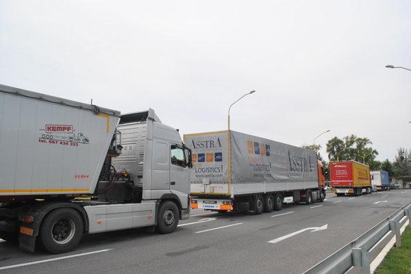 Kamiónová doprava. Trápi celý región.