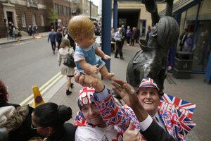 Británia oslavuje narodenie malého princa.