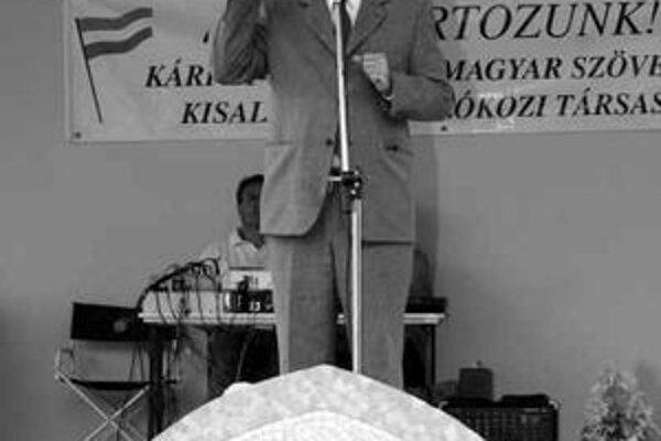 Miklós Duray reční na zhromaždení pri príležitosti výročia podpísania Trianonskej zmluvy.
