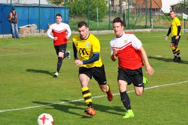 Nikola Homola (v strede v žltom) strelil do víkendu jeden gól za celú sezónu. V nedeľu sa tešil hneď päťkrát!