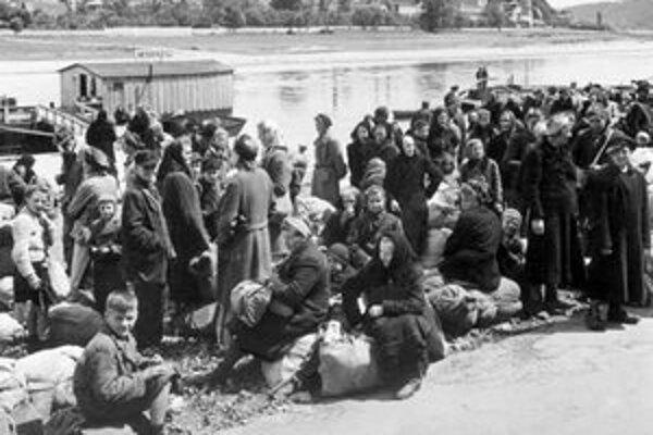 Takto z Česka vysídľovali Nemcov. Podobne to vyzeralo aj u nás pri odsune Maďarov.