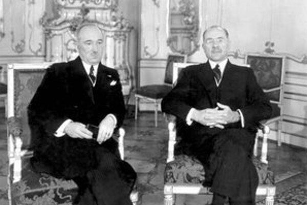Pokus Milana Hodžu (na snímke vpravo vedľa Edvarda Beneša) o zmier s národnosťami už prišiel neskoro.