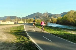 Chodník je v niektorých častiach iba pre cyklistov alebo korčuliarov.