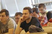 Študenti na prednáške.