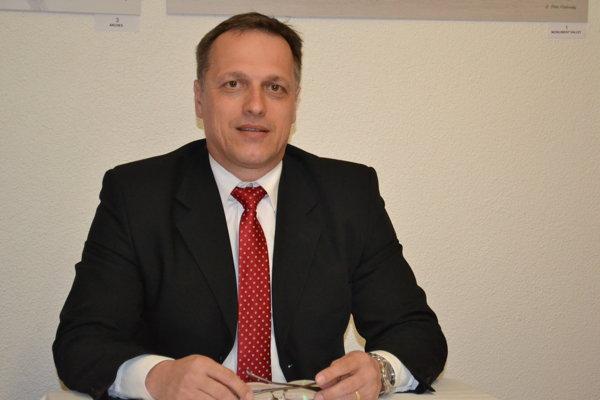 Miroslav Porochnavý kandiduje ako nezávislý.