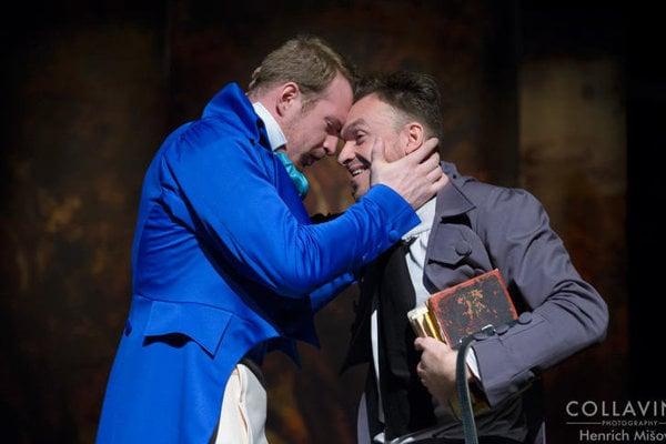 Roman Poláček a Martin Šalacha v hre Otec Goriot. Po incidente dostali výpovede.