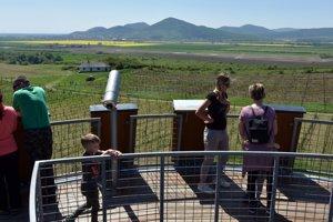 Pohľad na tokajské vinohrady smerom do Maďarska.
