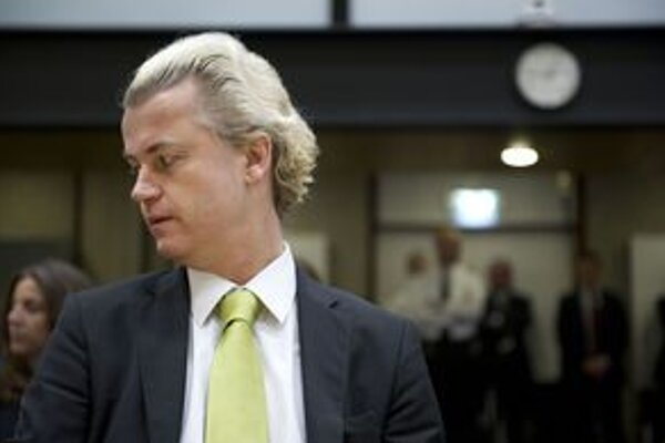 Holanďan Geert Wilders stojí pred súdom.