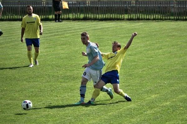 Z regionálneho piatoligového derby Lieskovec - Sása.