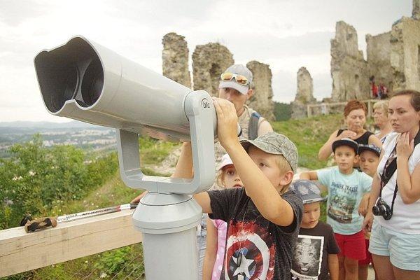 Ďalekohľad na hrad vrátili.