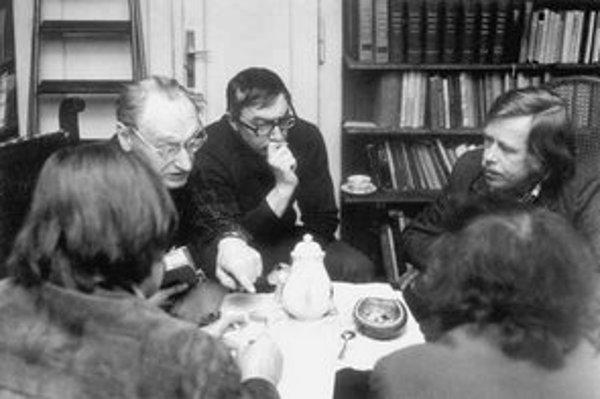 Hovorcovia Charty '77 v roku 1979. Zľava Jiří Hájek, Ladislav Hejdánek a Václav Havel