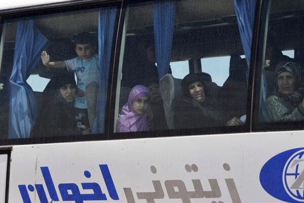 Ďalších zadržiavaných civilistov by mali militanti prepustiť v nadchádzajúcich dňoch.