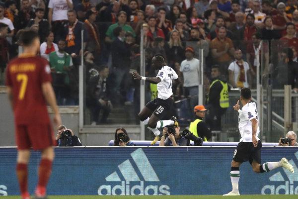 Liverpoolčan Sadio Mane sa raduje zo svojho gólu.