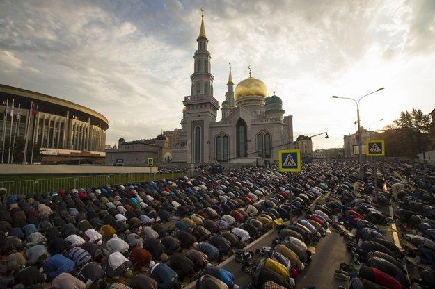 Verbovači sa vydávajú aj medzi obyčajných veriacich, dokonca aj do Veľkej mešity na moskovskej Triede mieru.