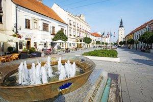 Kráľovská fontána na Hlavnej ulici.