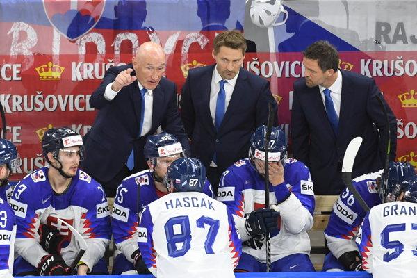 Vladimír Országh (v strede) by mohol viesť HC Slovan Bratislava.