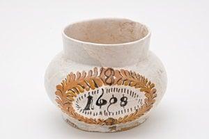 Zreštaurovaná keramika.
