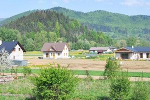 Nové domy pribúdajú aj na Rovni.
