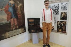 Historik Vladimír Pinďák je autorom novej expozície v priestoroch Katovho domu.