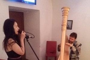 Speváčka Katka Knechtová. Na snímke sharfistom M. Matejčíkom.