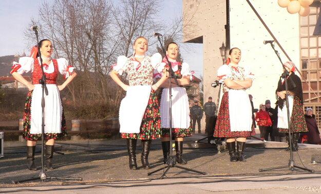 Okrem iných vystúpila spevácka skupina Čeľaďania.