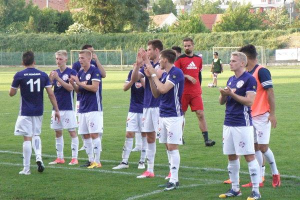 Radosť futbalistov KFC z víťazstva aj zo záchrany v II. lige.