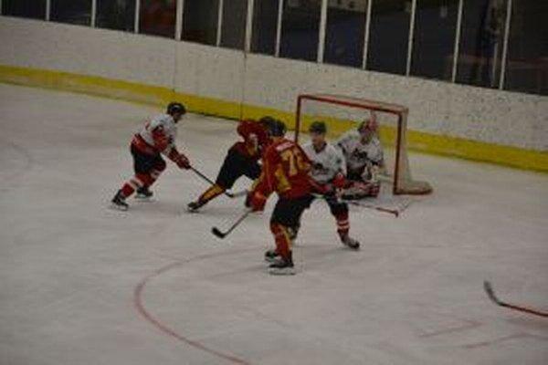 Topoľčany (v červenom) si z Považia odviezli tri body.