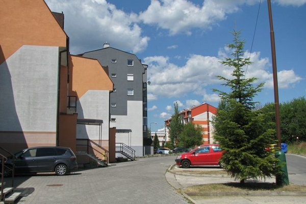 Petzvalova ulica na sídlisku Hájik.