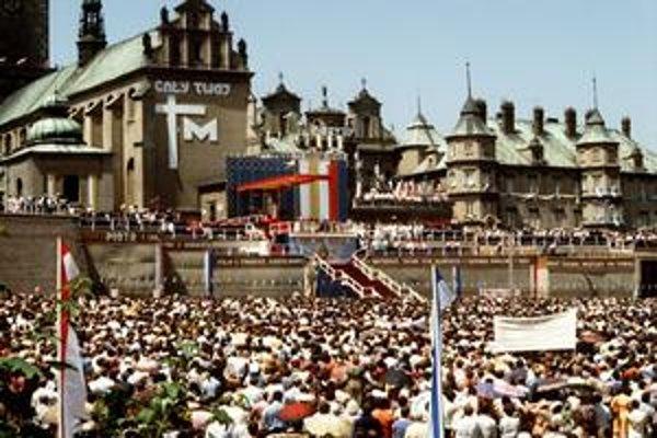 Množstvo ľudí sa stretlo s pápežom aj v pútnickom meste Čenstochová.