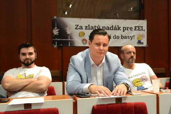 Odporcovia spoplatneného parkovania v réžii EEI – (zľava) Ladislav Strojný, Ladislav Lörinc a Henrich Burdiga.