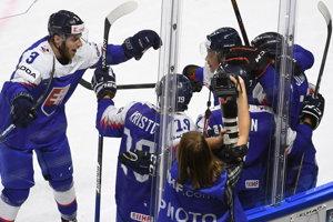 Slováci sa tešia z gólu do siete Švédska.