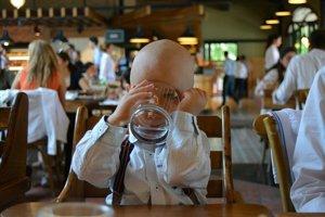 Koľko vody by malo denne vypiť malé dieťa?