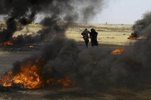 Presun ambasády rozpútal vášne, protestovali proti nemu desaťtisíce Palestínčanov.