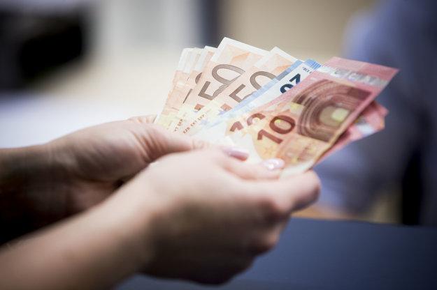 f149496e8ef Slovákom na účtoch leží 17 miliárd. Ako ich zhodnotiť  - ekonomika ...