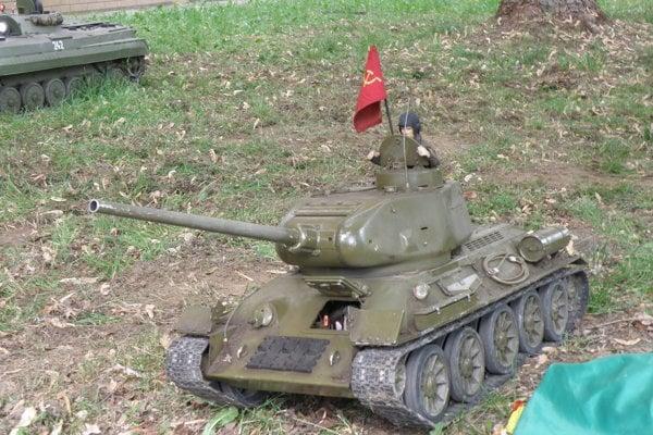 Diváci zažili aj tankovú bitku.