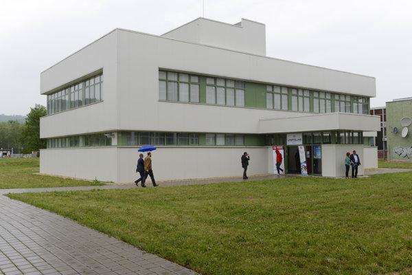 Nová budova Unipolabu.