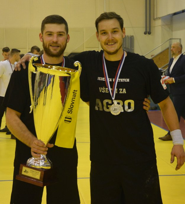 S pohárom za druhé miesto Henadij Kucher a Erik Žilinčík.