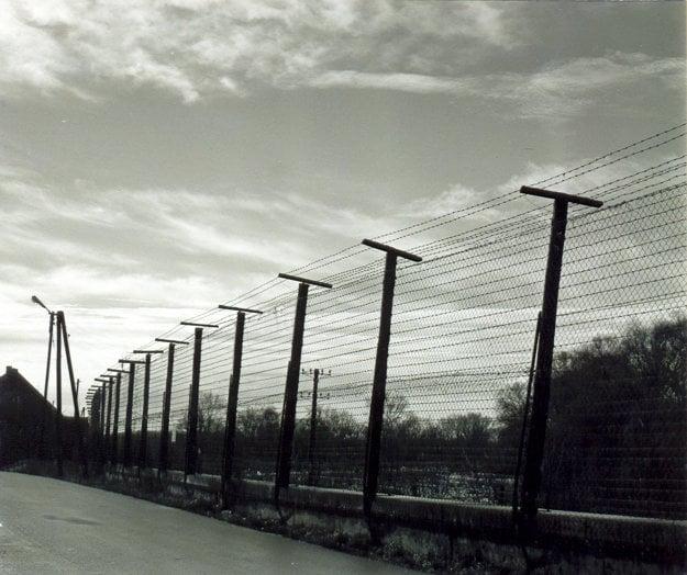 Takto vyzeral plot z ostnatého drôtu v hraničnej dedine Vysoká pri Morave v 80. rokoch.
