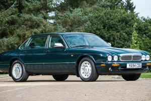 Daimler Majestic dostala kráľovná Alžbeta II. v roku 2001 aj s úpravou podľa jej predstáv.