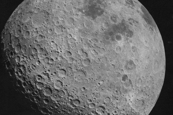 Odvrátená strana Mesiaca, ktorú urobili astronauti misie Apollo 16.