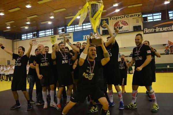 Martin Miženko prevzal vicemajstrovský pohár.
