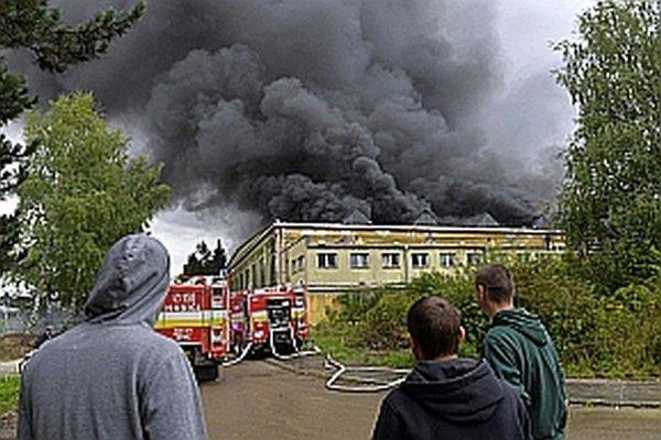 Hasiči s ohňom bojovali takmer tri dni.