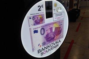 Záujem o suvenírovú bankovku bol obrovský.