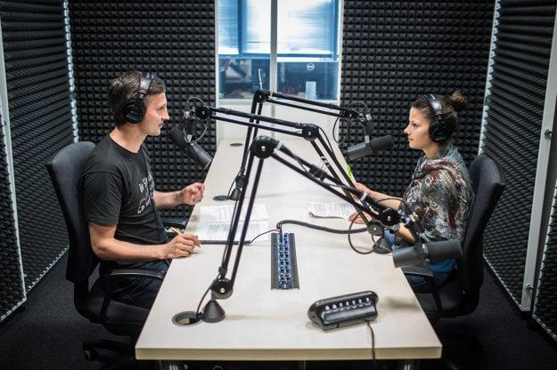 Nahrávanie podcastu Dobré ráno v podcastovom štúdiu denníka SME.