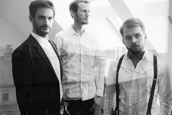 Populárny nemecký skladateľ Nils Frahm príde do Bratislavy s triom Nonkeen.